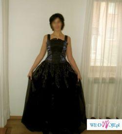 Piękna suknia wieczorowa w kolorze śliwkowym firmy Szata