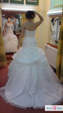 Piękna suknia z kolekcji Claudine