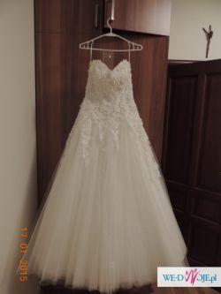 Piękna tiulowa suknia z kamieniami Swarovski