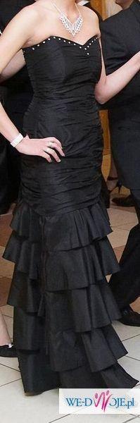 Piękna wieczorowa suknia