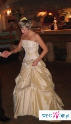 Piekna złota suknia ślubna z salonu!
