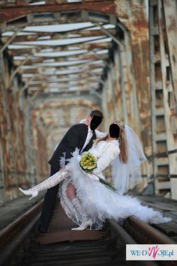 Piękne koronkowe kozaczki do ślubu