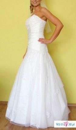 Podkreślająca figurę suknia ślubna