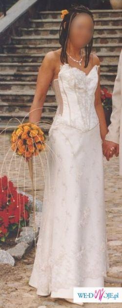 Ponadczasowa suknia ślubna