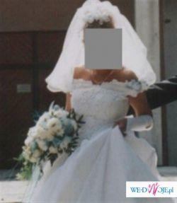 Przepiękna, romantyczna biała jednoczęściowa sukienka ślubna