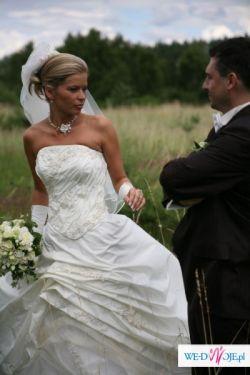 Przepiękna suknia ecru z tafty portugalskiej