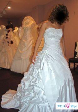 Przepiękna suknia ślubna dla niskiej osoby