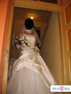 przepiękna suknia ślubna warta obejrzenia