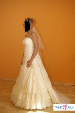 Prześliczna suknia z trenem firmy Karina