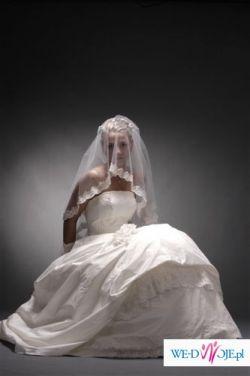 ***romantyczna i elegancka suknia ELIZABETH KONIN E 931***