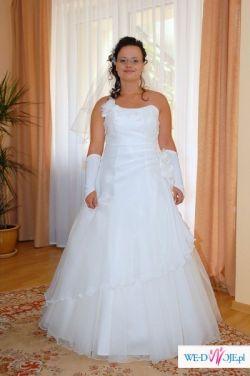 Romantyczna suknia ślubna z dodatkami