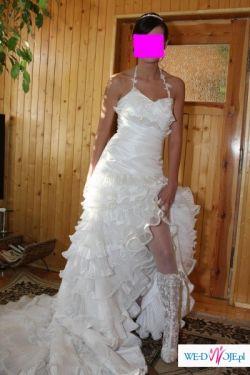 rozcięcie, falbany i tren cudowna suknia