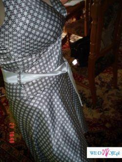 Satynowa sukienka na wszystkie okazje