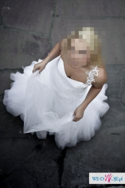 Skromna, a zarazem olściewająca suknia ślubna Agora 11-11