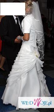 skromna ale piękna sukienka ślubna