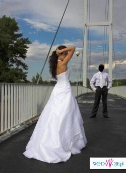 Skromna i piękna suknia ślubna