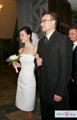 skromna, krótka sukienka ślubna