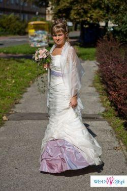 Skromna, lecz nietuzinkowa suknia ślubna