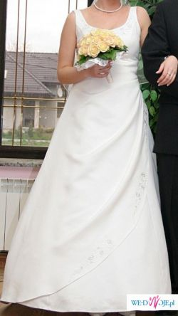 skromna niedroga sukienka