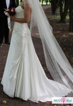Skromna, śliczna suknia ślubna Carmen