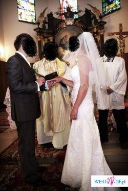 Skromniutka ale z klasą suknia ślubna;)