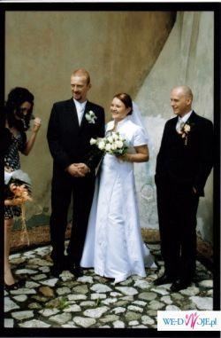 sliczn i wygodna biala zdobiona suknia z trenem, olkusz-niedrogo