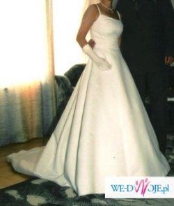 śliczną białą jednoczęściową suknię Herms z trenem