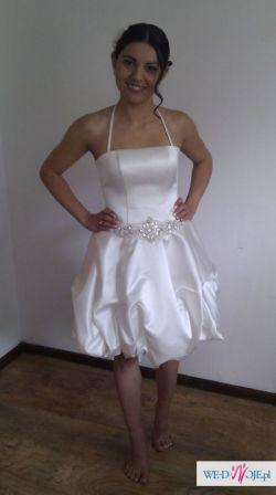 śliczna, biała krótka suknia ślubna