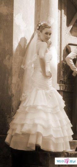 śliczna hiszpańska suknia