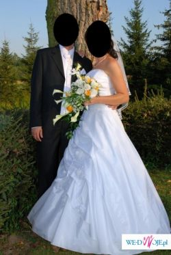 Śliczna jednoczęściowa suknia ślubna