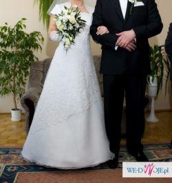 Śliczna klasyczna i elegancka suknia ślubna