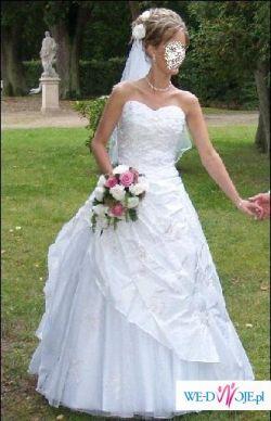 Śliczna sukienka ślubna biała