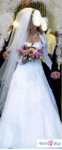 śliczna suknai ślubna biała z koronki