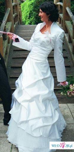 Śliczna suknia dla wysokiej panny młodej