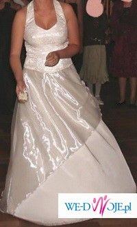 Śliczna suknia koloru jasnego ecru