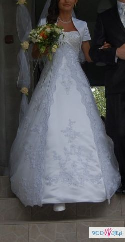 Śliczna suknia ślubna