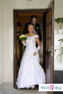śliczna suknia ślubna claudine z kolekcji jola moda