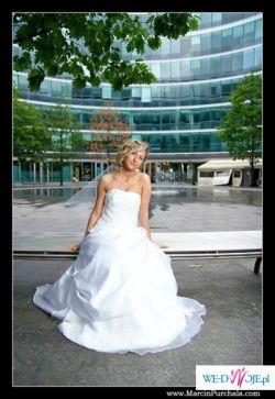 śliczna suknia ślubna i dodatki