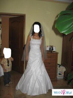 Śliczna suknia ślubna (powiat wieluński)
