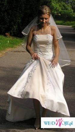 Śliczna suknia slubna w kolorze ercu