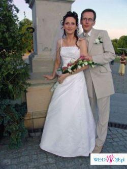 Śliczna suknia ślubna z satyny