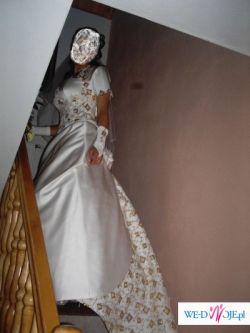 sliczna suknia slubna z trenem!