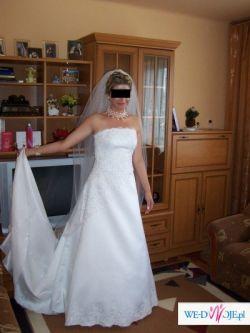 Śliczna suknia ślubna z trenem do sprzedania!