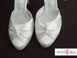 Sliczne, atłasowe, białe buty