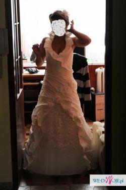 Śmietankowa sukienka w hiszpanskim stylu