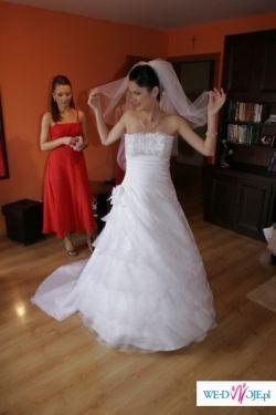 Śnieżnobiaał suknia z podpinanym trenem, drapowana, odcinana pod biustem-hit!