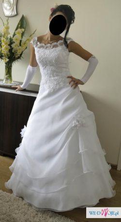 śnieżnobiała delikatna suknia ślubna
