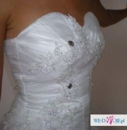 Śnieżnobiała suknia