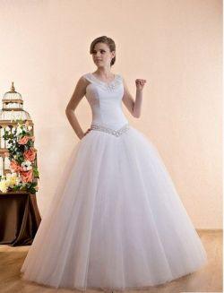 Śnieżnobiała suknia princessa z perłową aplikacją