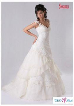 Śnieznobiała suknia ślubna firmy Sposabella